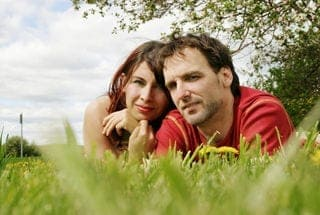 coupleOnGrass